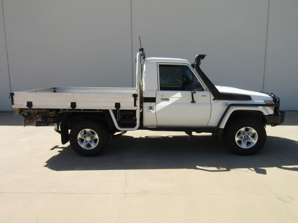 2013 Toyota Landcruiser VDJ79R MY13 GX Cab chassis Image 2