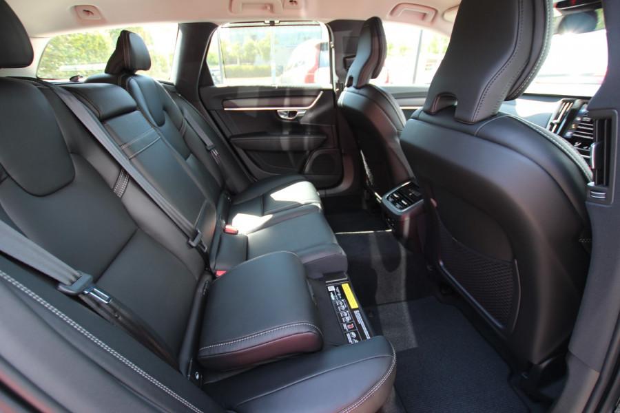 2020 Volvo V90 Cross Country P Series D5 Wagon Image 16