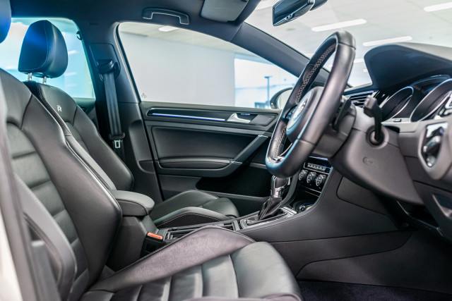 2016 Volkswagen Golf 7 R Hatchback Image 19
