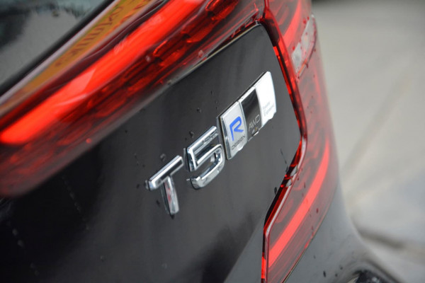 2019 MY20 Volvo S60 Z Series T5 R-Design Sedan Image 5