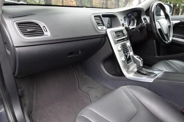 2014 Volvo S60 F Series  D4 D4 - Kinetic Sedan Image 3