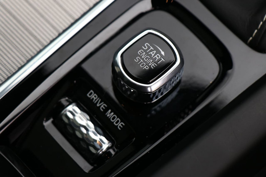 2019 Volvo XC60 UZ D5 R-Design Suv Mobile Image 16