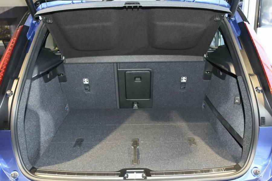 2019 Volvo XC40 T5 R-Design Suv Mobile Image 19