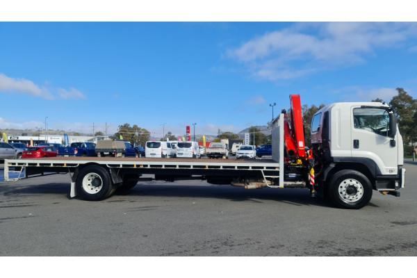 2015 Isuzu F Series FH FVD Crane truck Image 2