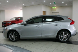 Volvo V40 D2 Adap Geartronic Kinetic M Series MY16