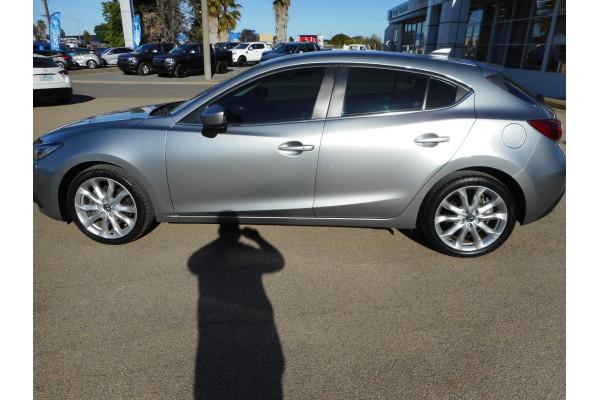 2015 Mazda 3 Hatchback Image 5