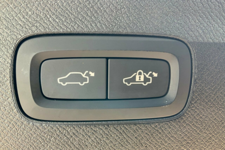 2018 MY19 Volvo XC90 256 MY19 D5 Inscription (AWD) Suv Mobile Image 9