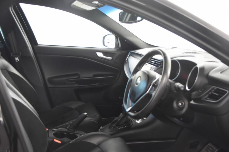2015 Alfa Romeo Giulietta Vehicle Description.  1 Quadrifogl Hatch 5dr TCT 6sp 1.8T Quadrifoglio Verde Hatchback Image 8