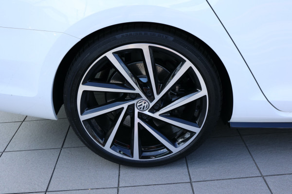 2020 Volkswagen Golf 7.5 R Wagon Image 5