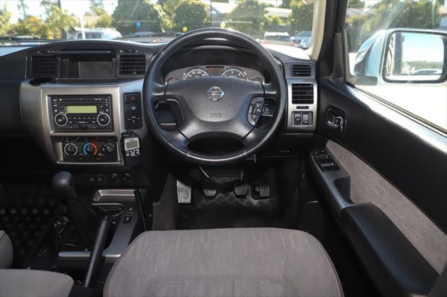 2015 Nissan Patrol Y61 ST N-TREK Suv Image 14