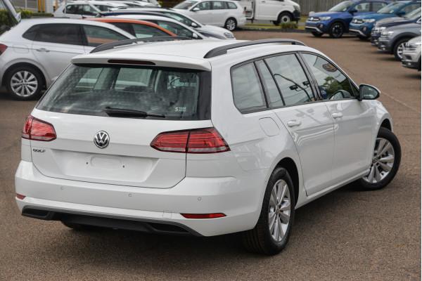 2020 Volkswagen Golf 7.5 110TSI Trendline Wagon Image 2