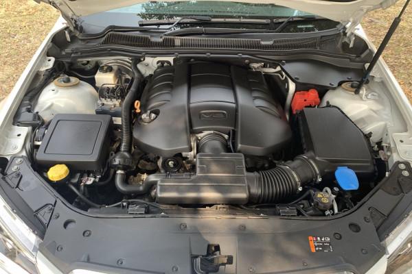 2015 MY16 Holden Ute VF II MY16 SS V Ute Image 3