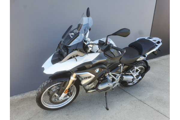 2017 BMW R 1200 GS Motorcycle Image 3