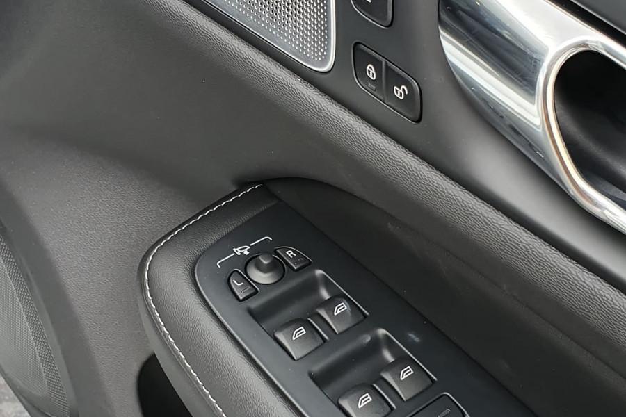 2020 Volvo V60 T5 Inscription T5 Inscription Wagon Mobile Image 18