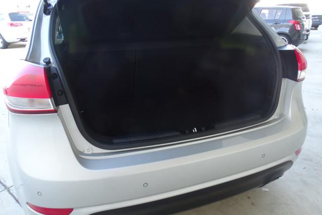2014 Kia Cerato Hatch S 12 of 25