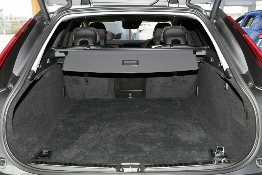 2019 Volvo V90 Cross Country D5 Wagon Mobile Image 17