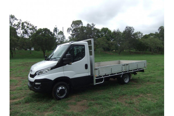 2016 Iveco DAILY 45C Hydraulic truck crane Image 3