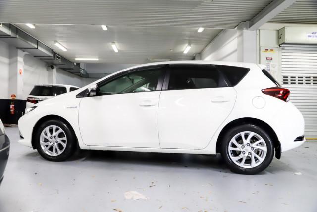 2017 Toyota Corolla Hatchback Image 3