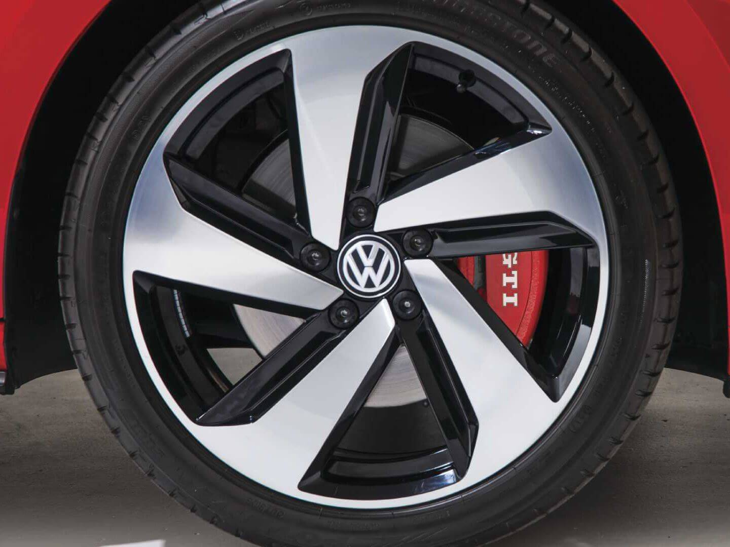 Command the tarmac Alloy wheels Image
