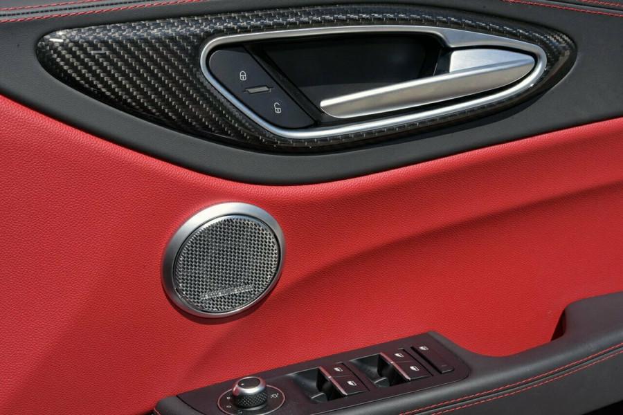 2017 Alfa Romeo Giulia Quadrifoglio Sedan Mobile Image 18