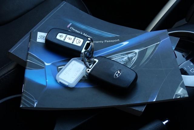 2012 Hyundai Veloster Veloster + 28 of 28