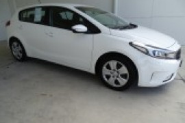 Kia Cerato Hatch S with AV YD