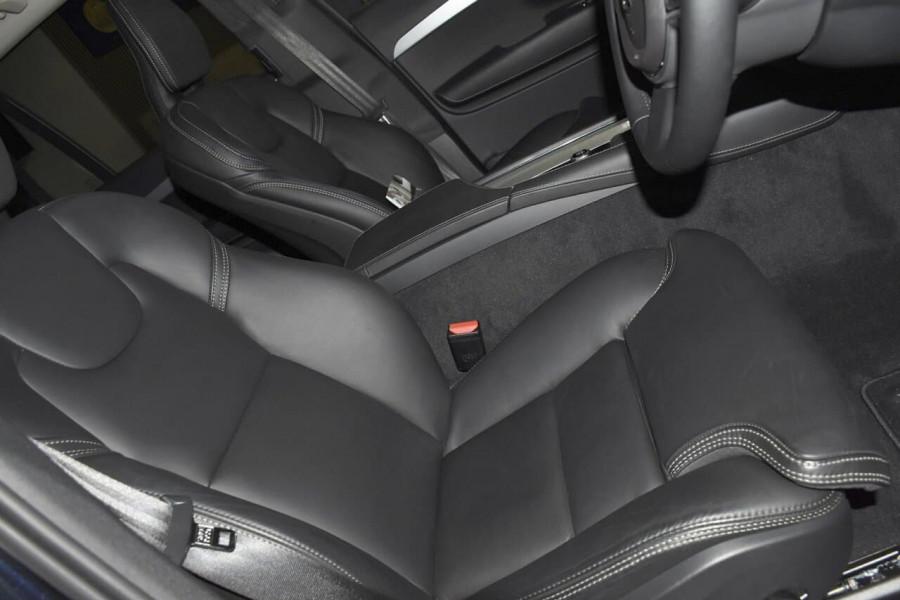 2019 Volvo XC90 (No Series) MY19 D5 Momentum Suv Mobile Image 10