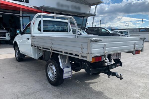 2016 Mitsubishi Triton Cab chassis Image 5