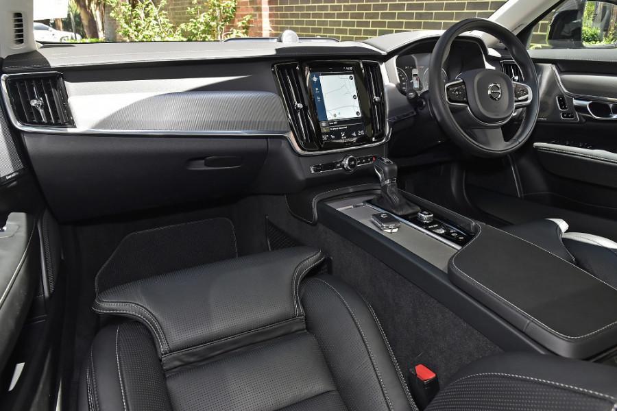 2019 Volvo V90 Cross Country D5 Wagon Mobile Image 9