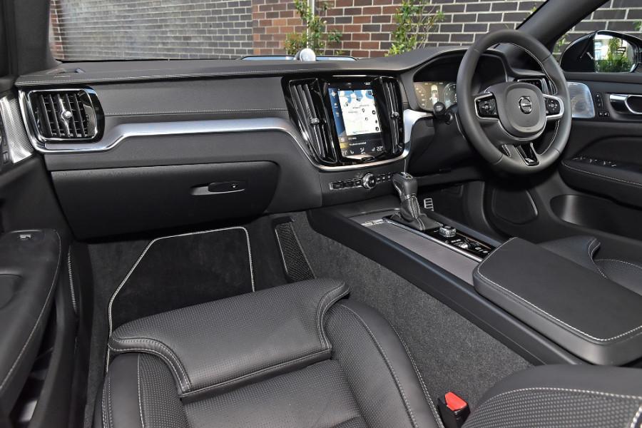 2020 Volvo V60 T5 R-Design T5 R-Design Wagon Mobile Image 9
