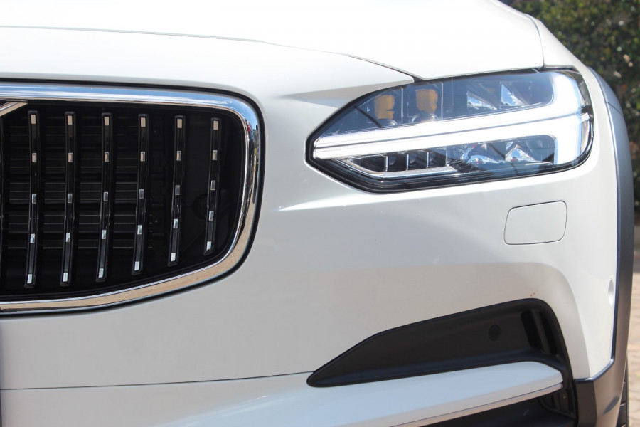 2020 Volvo V90 Cross Country P Series D5 Wagon Image 4