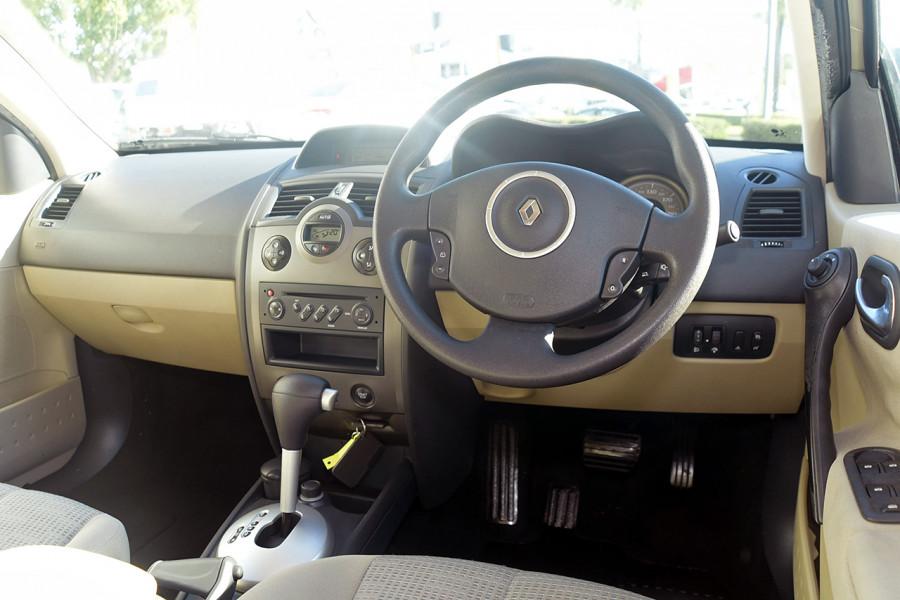 2006 Renault Megane II L84 Expression Sedan Mobile Image 12
