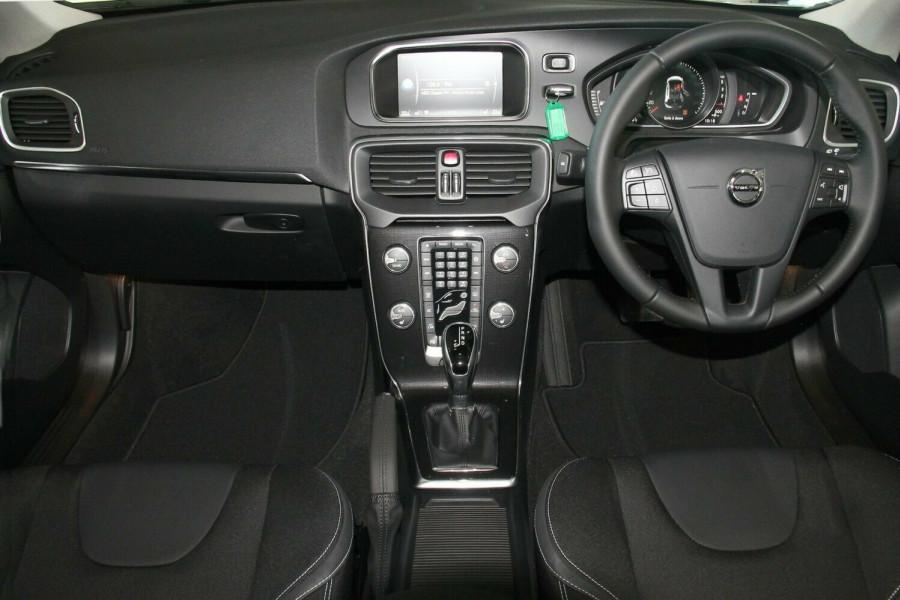 2017 MY18 Volvo V40 M Series MY18 D2 Adap Geartronic Momentum Hatchback