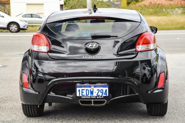 2013 Hyundai Veloster +
