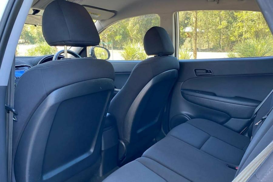 2012 MY11 Hyundai i30 FD MY11 Trophy Hatchback Image 14