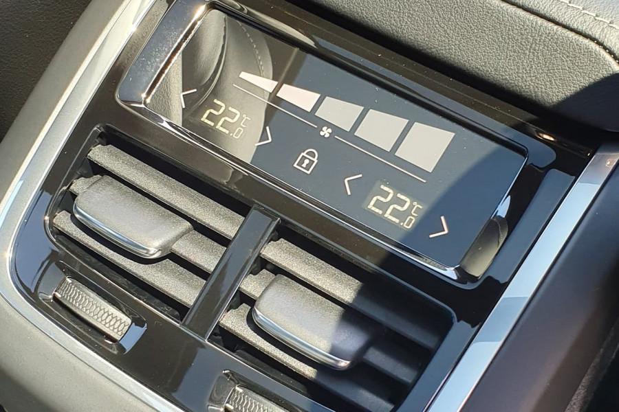 2020 Volvo XC60 UZ T6 R-Design Suv Mobile Image 15