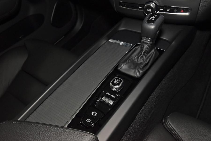 2020 Volvo XC60 UZ D4 Momentum Suv Mobile Image 14