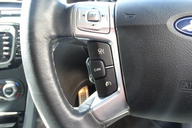 2014 Ford Mondeo Titanium Hatch 14 of 21