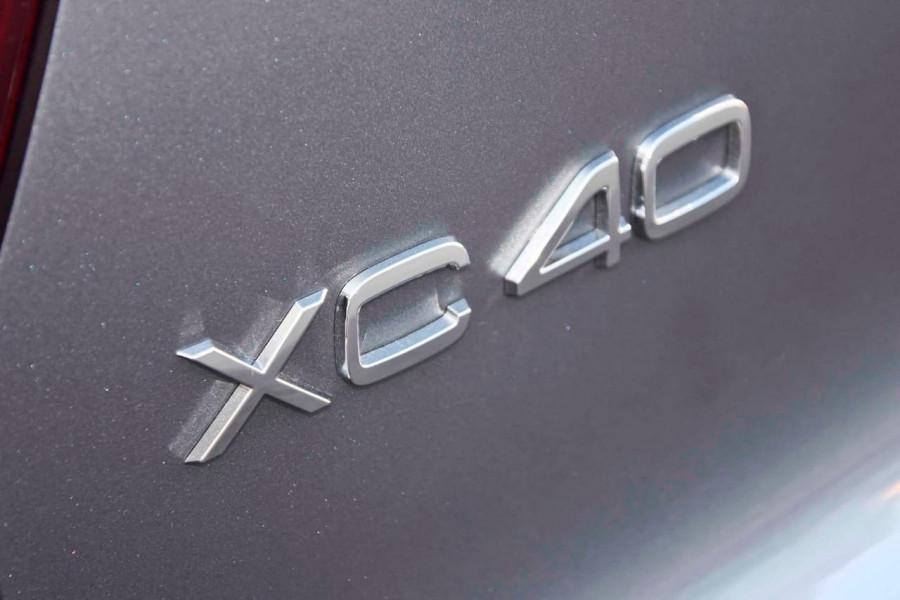 2019 Volvo XC40 T4 Momentum Suv Mobile Image 11
