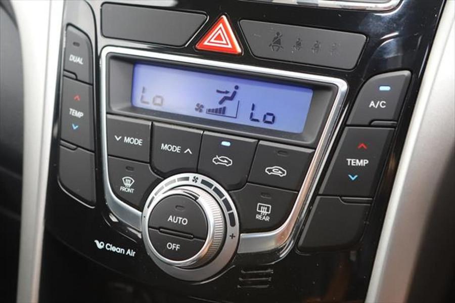2012 Hyundai I30 GD Elite Hatchback Image 16