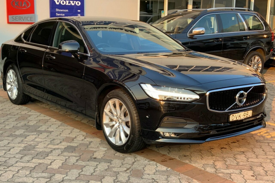 2016 MY17 Volvo S90 P Series D4 Momentum Sedan Mobile Image 3
