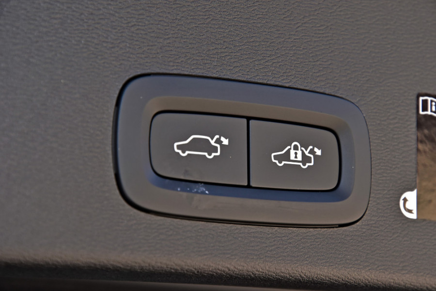 2019 Volvo XC40 XZ T4 Momentum Suv Mobile Image 20