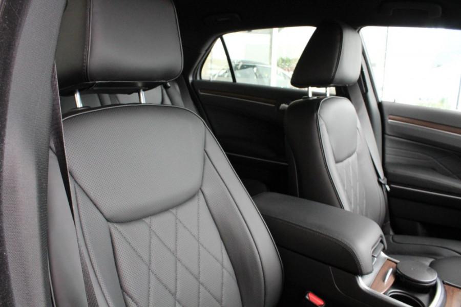 2020 MY19 Chrysler 300 LX C Luxury Sedan Image 22