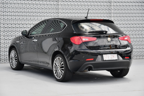 2015 Alfa Romeo Giulietta Vehicle Description.  1 Distinctive Hatch 5dr TCT 6sp 1.4T Distinctive Hatchback Image 3