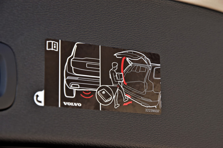 2019 Volvo XC40 XZ T4 Momentum Suv Mobile Image 21