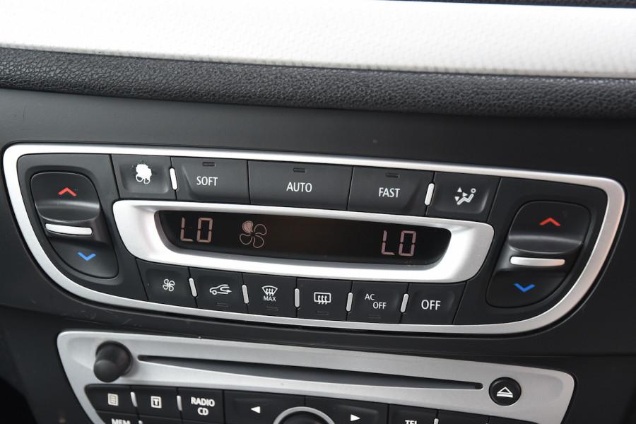 2012 Renault Megane III B32 MY12 Privilege Hatchback Image 16