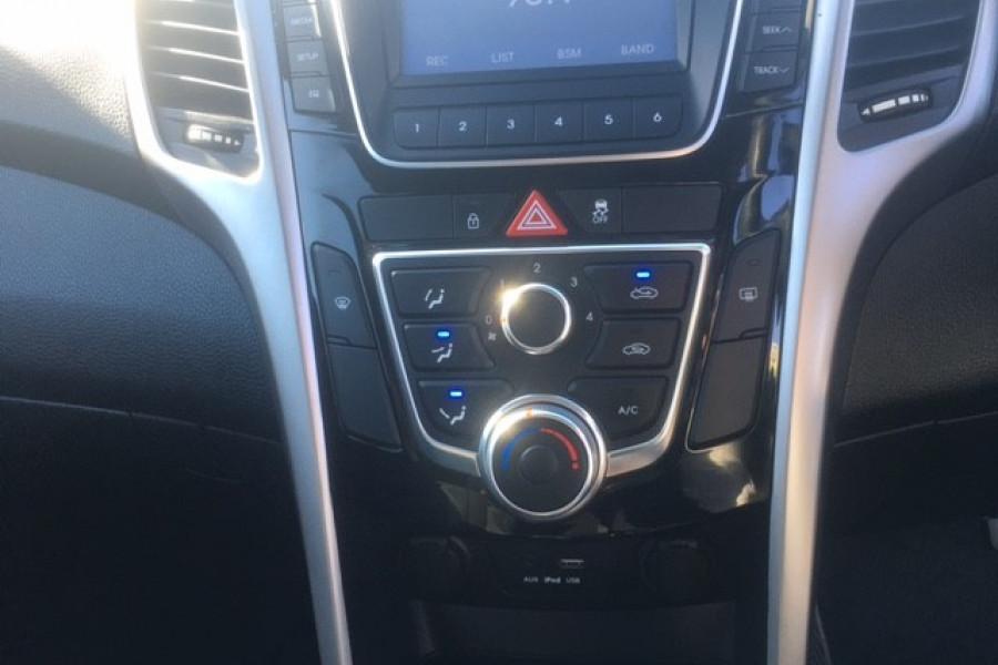 2015 Hyundai I30 Image 15