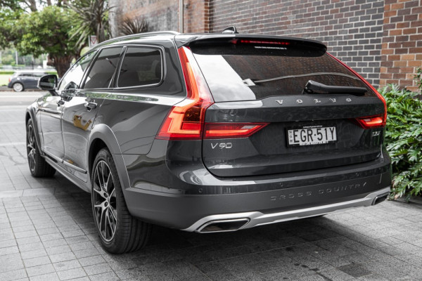 2020 Volvo V90 Cross Country P Series D5 Wagon Image 3
