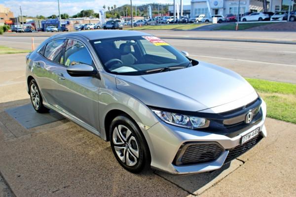 2018 Honda Civic 10th Gen  VTi Hatchback Image 4
