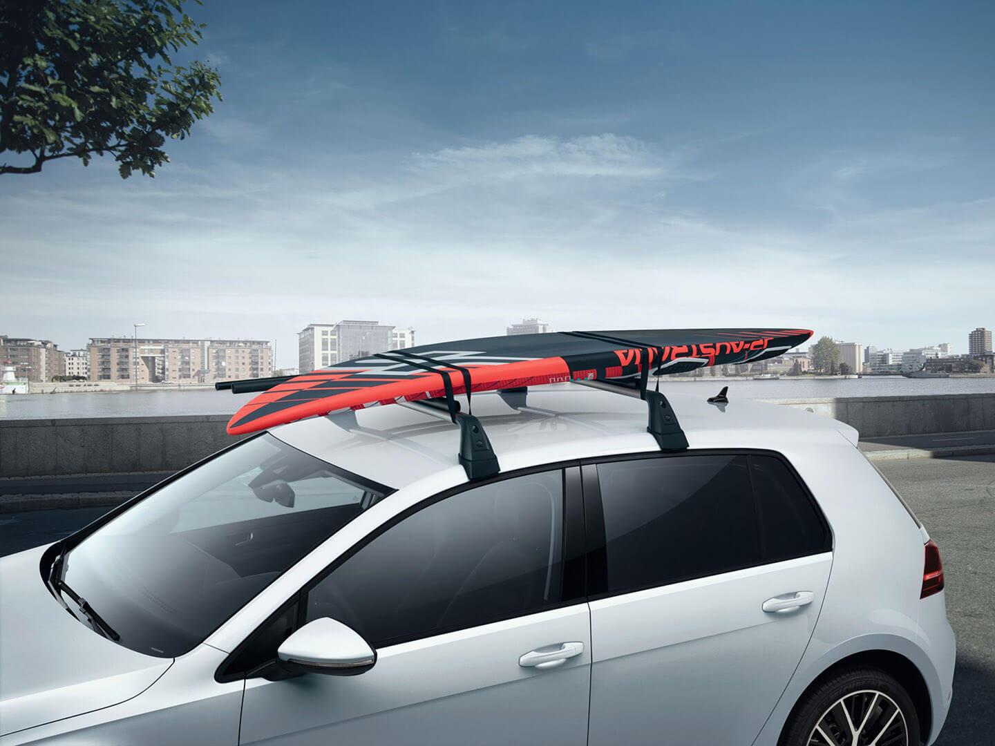 <strong>Roof bars</strong> and surfboard carrier Image